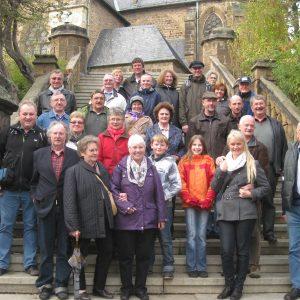 Die Rahdener Tagesreisegruppe vor der Mindener Marienkirche.