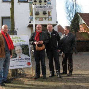 Reinhard Stuck, Torsten Kuhlmann sowie Friedrich Schepsmeier freuten sich über die Unterstützung des heimischen SPD-Landtagskandidaten
