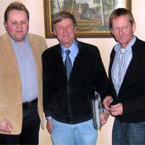 v.l.: Torsten Kuhlmann (Kandidat für den Kreistag), Lothar Ibrügger (Bundestagabgeordneter), Wilhelm Riesmeier (Bürgermeisterkandidat für Stemwede)
