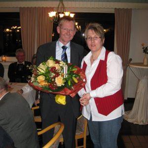 Ilona Meier gratuliert Wilhelm Riesmeier