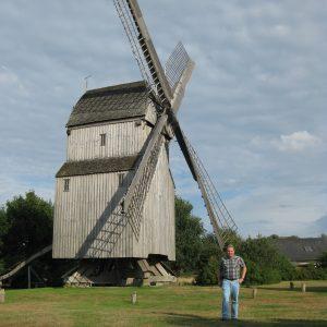 Torsten Kuhlmann vor der Oppenweher Mühle