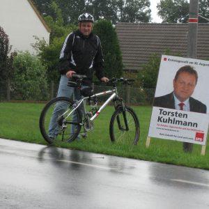 Kuhlmann erneut mit Fahrrad in Oppenwehe unterwegs.