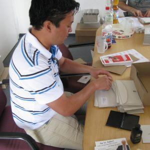 Erstwählerbriefe Infopost stempeln