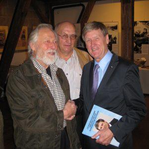 Heinz Steinkamp und Reinhard Stuck bedanken sich bei Lothar Ibrügger.