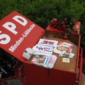 Tolle Aktion - 500 rote Rosen in Rahden verteilt!