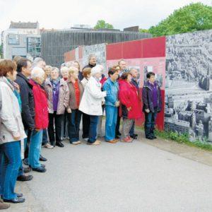 Im Bereich der  Bernauer Straße spielten sich bis zur Wiedervereinigung zahlreiche menschlicihe  Dramen an der Mauer ab.