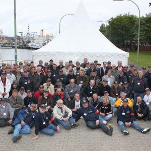 Gruppenfoto 2SG in der ehemaligen Kaserne auf der Wiesbadenbrücke