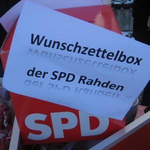 Die SPD Wunschzettelbox auf dem Winterinfostand der Rahdener SPD.